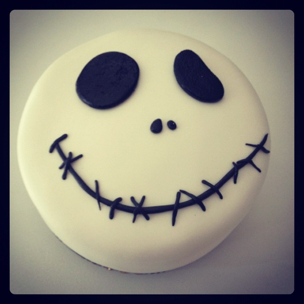 My sister is a big fan of Jack Skellington, and for her birthday I surprised her with this cake. She was really surprised and she loved it.